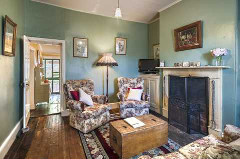 Burra Heritage Cottages Lounge